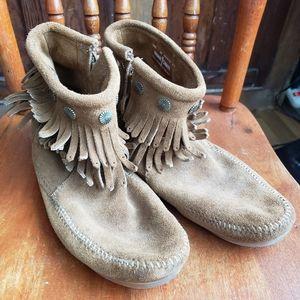 Women's Minnetonka Boots sz 10
